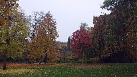 De stad was prachtig in herfstkleuren.