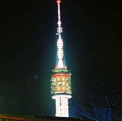 Maar de mooiste foto van December is deze van de TV toren in kersttooi met dank aan www.stichtlicht.nl