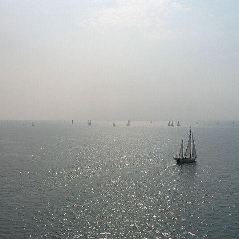 Uitzicht vanaf de Zeelandbrug in rustiger tijden